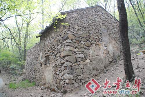 高鹤年居士当年在苏州穹窿山修行居住的茅蓬