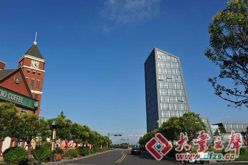 威尼斯人海鲜美食街毗邻大丰港国际商务大厦和莎士比亚小镇.