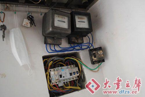陈华在家安装了两个电表