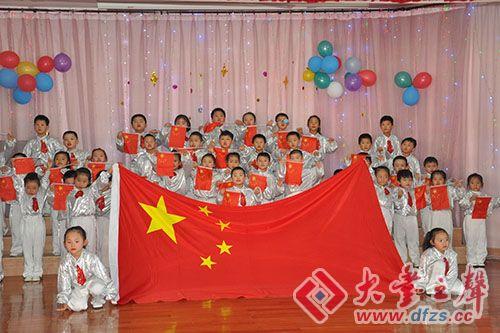 """在國慶節來臨之際,大中鎮中心幼兒園舉行了""""迎國慶,愛祖國""""大合唱比賽"""