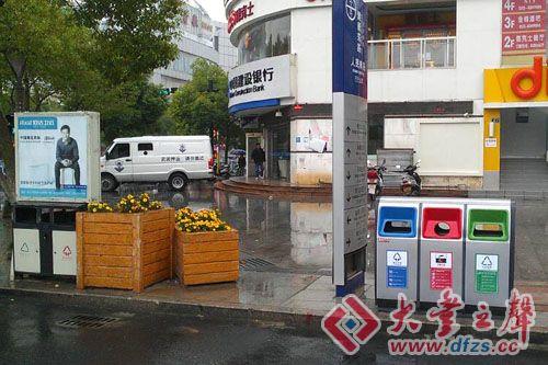 新型垃圾桶亮相街头