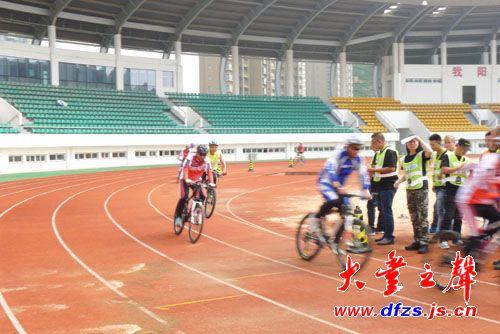 """""""绿岛生态园杯""""大丰首届山地自行车挑战赛在奥体中心举行"""