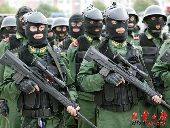 图文 特种部队狙击手进行狙击训练