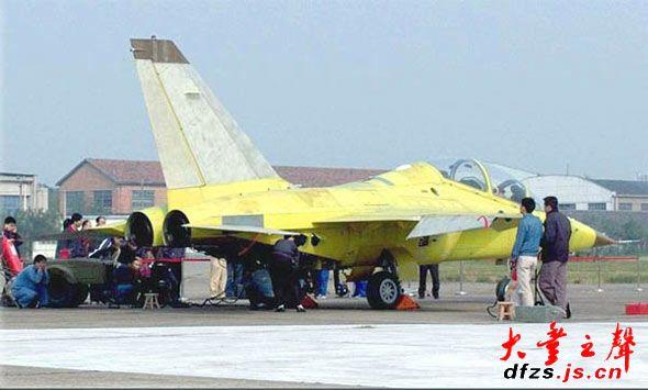 图文:国产ftc2000山鹰高级教练机