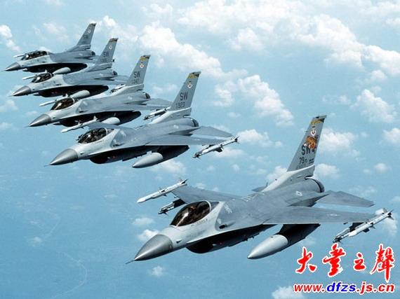 图文:美国空军f-16战机群空中编队飞行