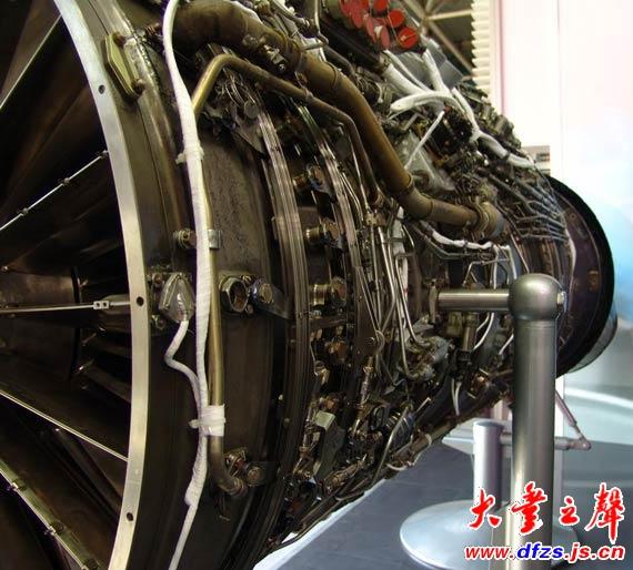 图文:117c航空发动机局部构造特写